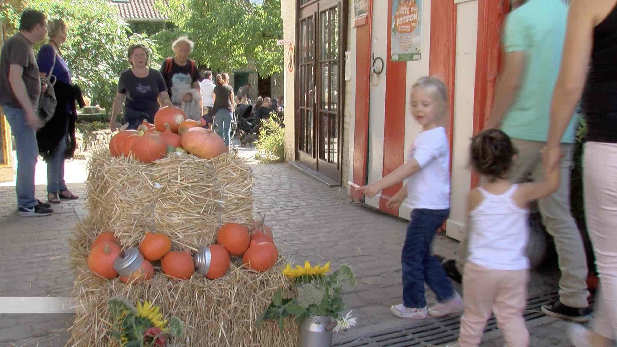 Les enfants s'amusent à la Fête du potiron