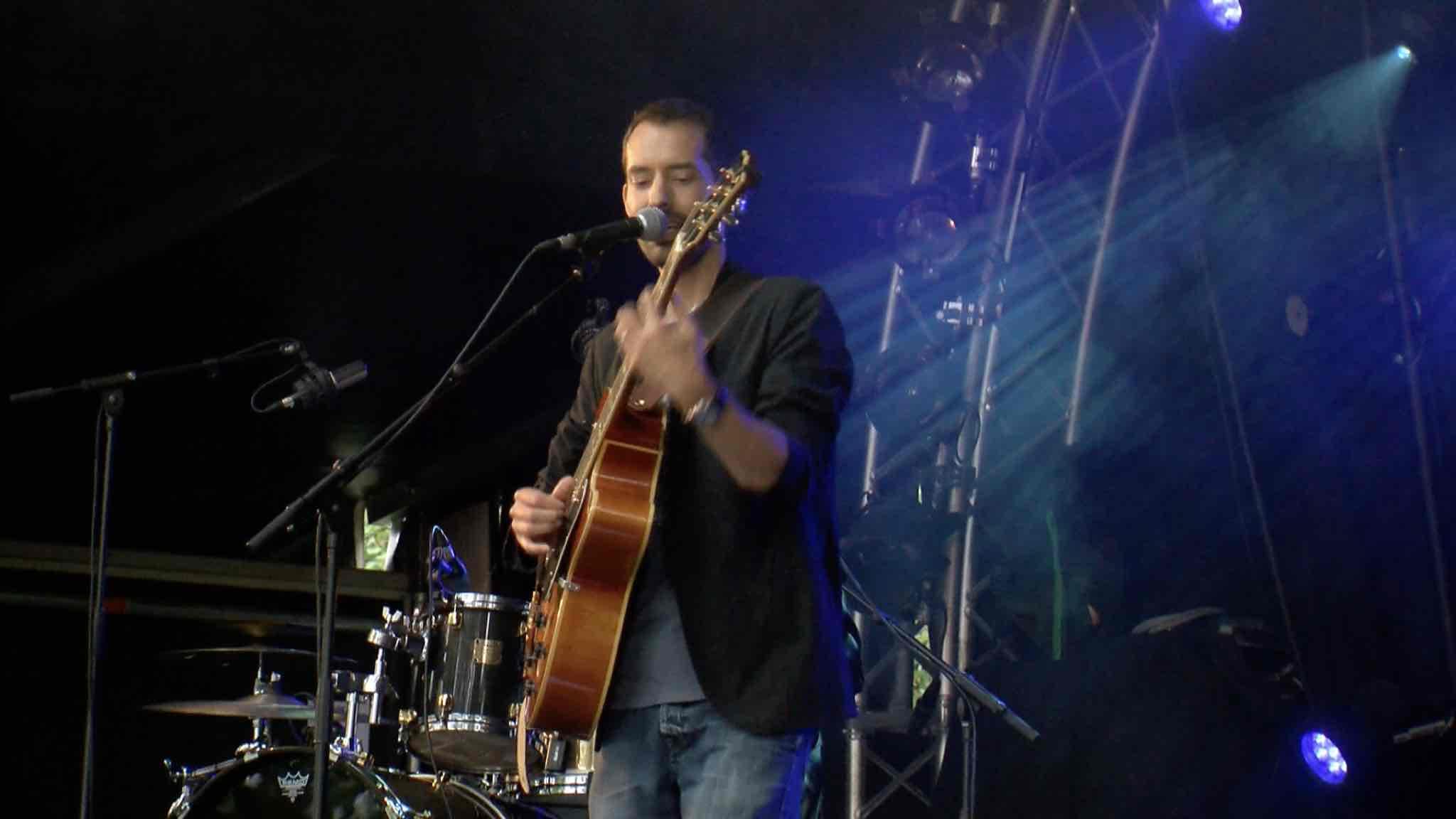Le chanteur Enghiennois Antoine Armedan s'invite aux Francofolies ...